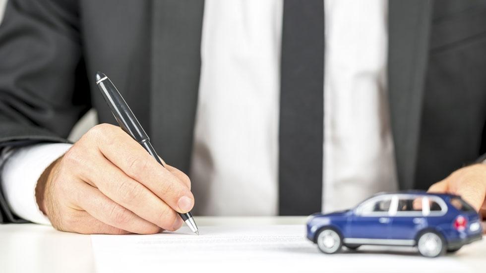 Firmando el cambio de nombre de un coche