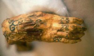 el nacimiento de herramientas para el tatuaje