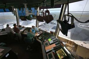 cuanto gana un controlador aéreo en españa