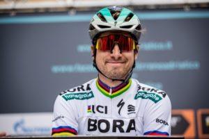 cuanto gana un ciclista profesional en españa