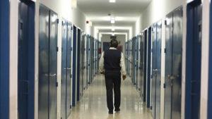 cuanto gana un funcionario de prisiones