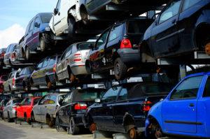 Llevar tu coche a un desguace